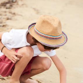 Zomer : bescherm hoofd en ogen van je kindje en ga voorbereid op stap