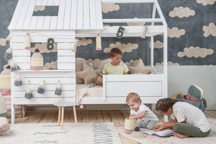 Kinderkamer aangekleed met de tapijten van Lorena Canals